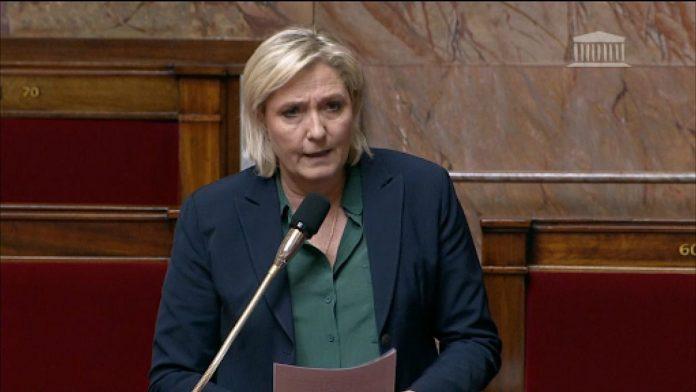 Marine Le Pen : Le cafouillage de l'élue frontiste à l'Assemblée nationale