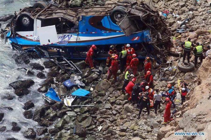 Accident au Pérou : un autocar chute d'une falaise, au moins 48 morts