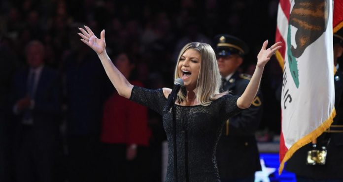 Fergie et le ratage de l'hymne américain (Vidéo)