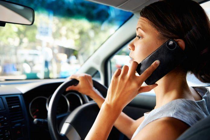 Le téléphone est désormais interdit au volant, même à l'arrêt