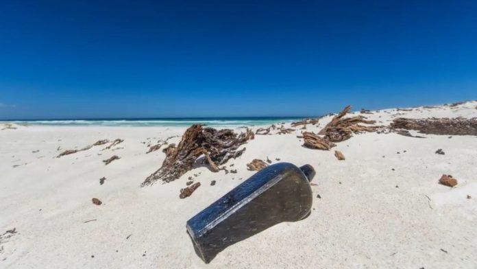 La plus ancienne bouteille à la mer découverte en Australie