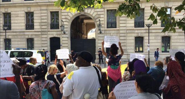 Manifestation des personnes mal logées devant le logement de Benalla