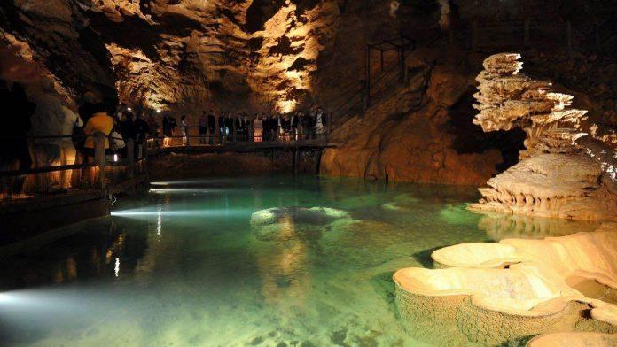 Touristes oubliés toute une nuit dans le gouffre de Padirac