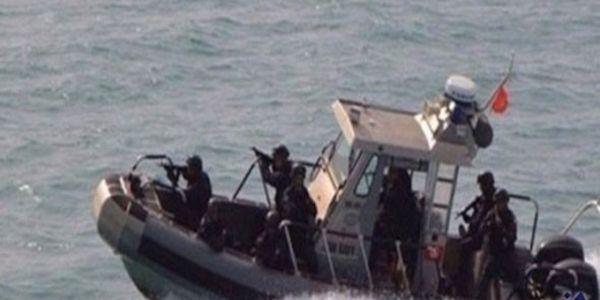 La Marine du Maroc tire sur une embarcation de migrants