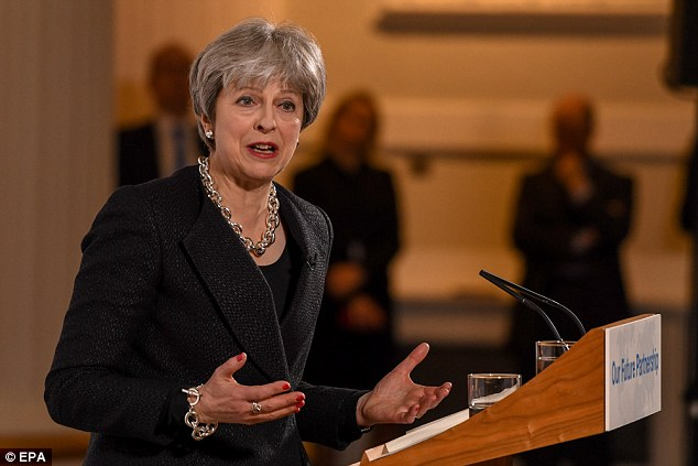 Theresa May réclame des propositions sur le Brexit