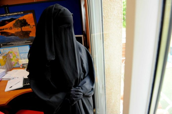 L'ONU épingle l'interdiction du niqab en France (Détail)