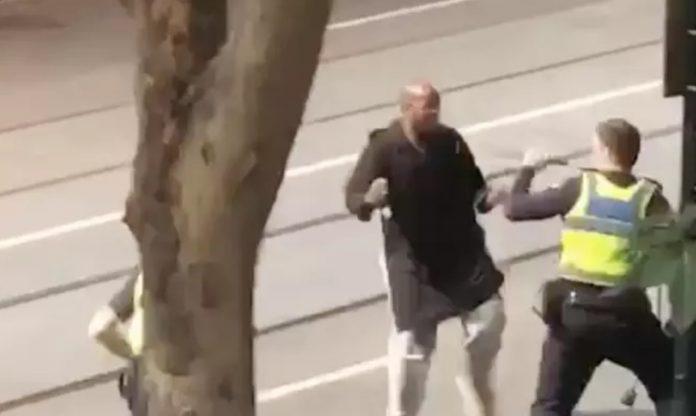 Attaque au couteau à Melbourne : un mort et deux blessés (Vidéo)