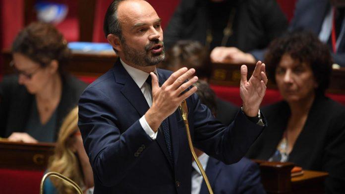 Philippe confirme la hausse de la taxe sur le carburant (Détail)