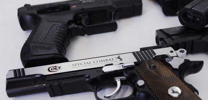 Aéroport Roissy : deux personnes avec des armes factices créent la panique