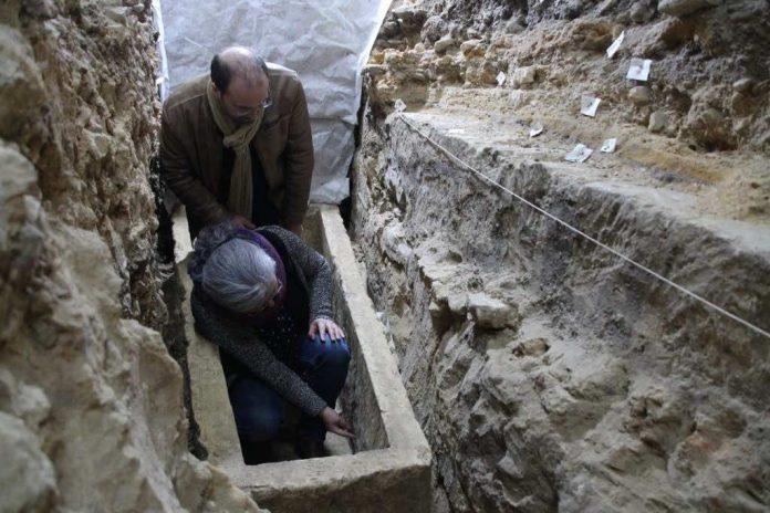 Découverte d'un sarcophage dans la cathédrale de Bayeux