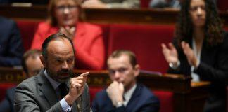 Édouard Philippe applaudi à l'Assemblée nationale