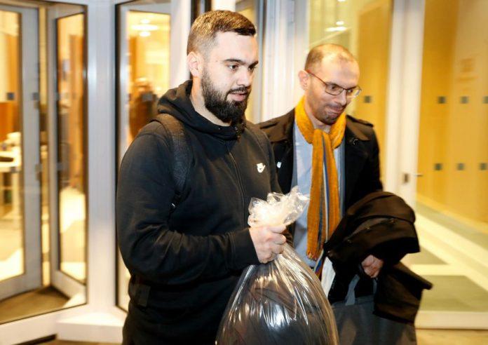 Le Gilet jaune Éric Drouet arrêté près des Champs-Elysées (Détail)