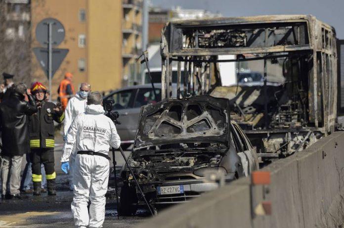 Italie: Collégiens pris en otage dans un bus (massacre évité de justess)