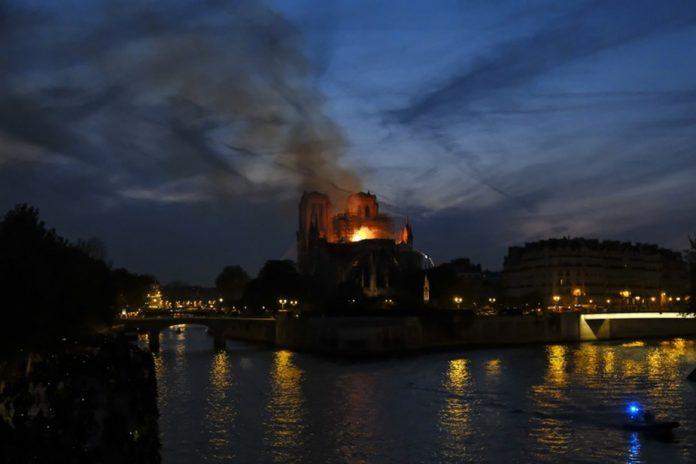 Incendie à Notre-Dame de Paris : Ce que l'on sait, ce mardi matin