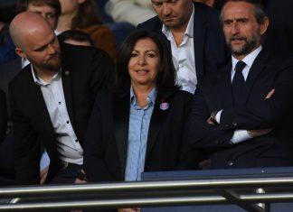 Anne Hidalgo met un coup de pression à Neymar (détail)