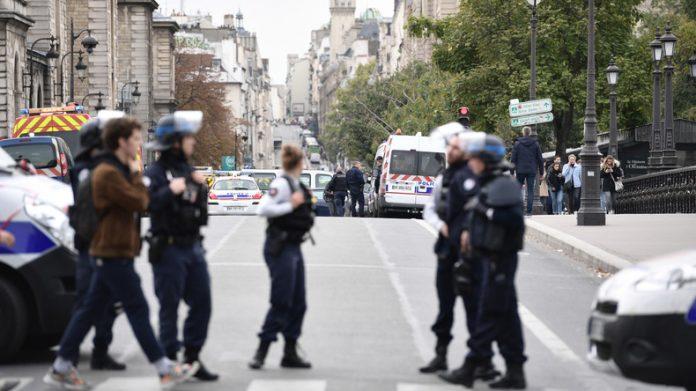 Attaque de policiers à Paris : ce que l'on sait de l'assaillant (détail)