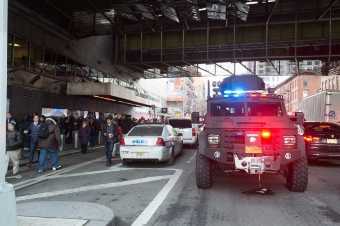 Explosion à Time Square: Trois lignes de métro évacuées, une personne arrêtée