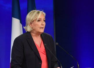 Marine Le Pen pas la bienvenue à la cérémonie d'hommage à Johnny Hallyday