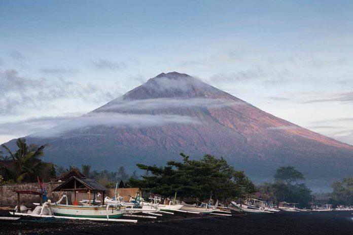 Indonésie : Nouvelle alerte renforcée autour du volcan Agung