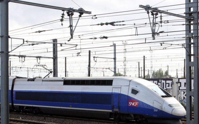 Vaucluse: un TGV percute des plaques de béton à pleine vitesse