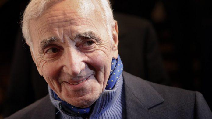 Charles Aznavour hospitalisé, ses jours pas en danger
