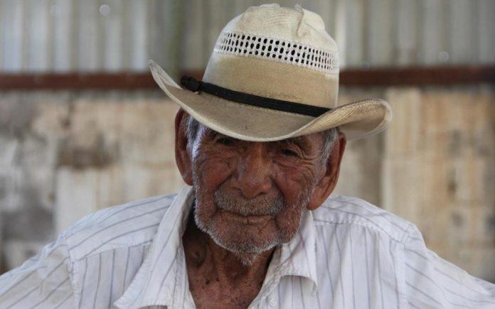 Doyen de l'humanité : il est probablement l'homme le plus vieux du monde