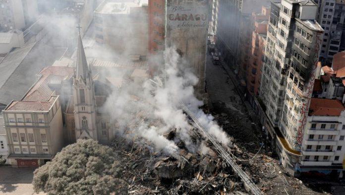 Incendie : Une tour en Brésil enflammée de 24 étages s'effondre