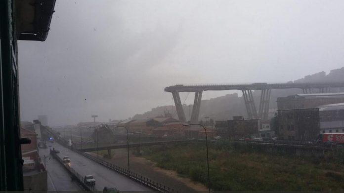 Effondrement d'un viaduc à Gênes, pompiers mobilisés
