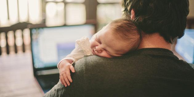 Congé paternité obligatoire? Des personnalités françaises se mobilisent