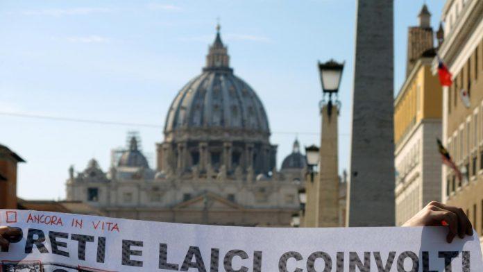 Plainte pour obtenir du Vatican les noms des prêtres pédophiles (Détail)