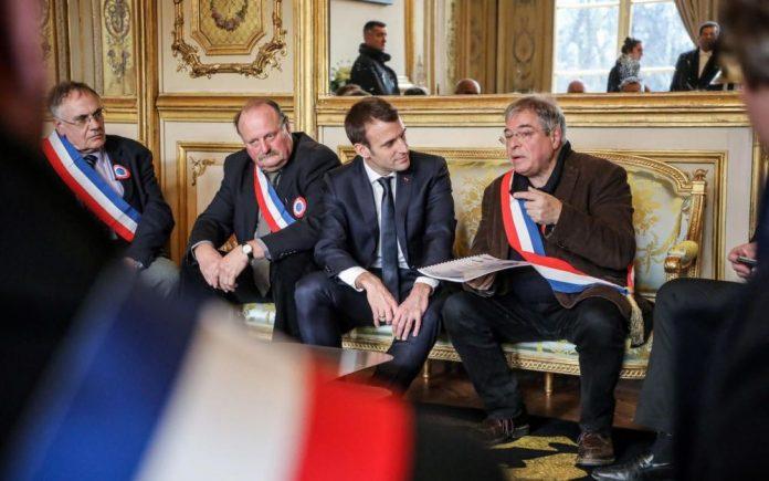 Macron lance le grand débat devant 600 maires normands (Détail)