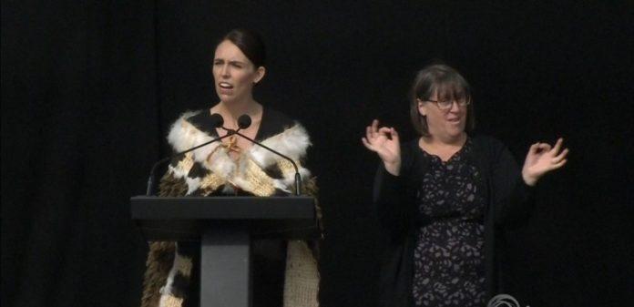 Christchurch : Jacinda Ardern rend hommage aux victimes