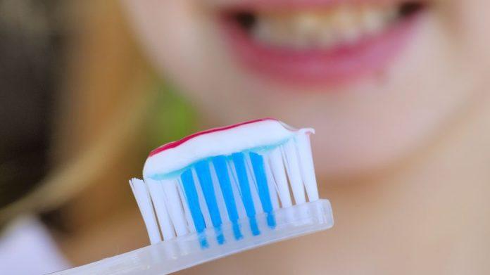 Votre dentifrice contient-il du dioxyde de titane (détail)