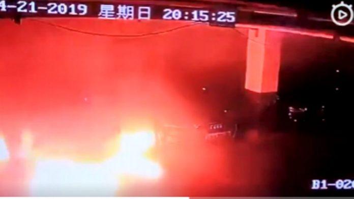 Explosion d'une Tesla en Chine, une enquête ouverte (Vidéo)