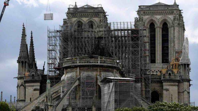 Notre-Dame de Paris : des experts du patrimoine appellent Macron à la prudence