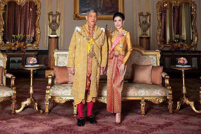 Concubine Affaire : Le roi du Thaïlande a déchu sa concubine royale