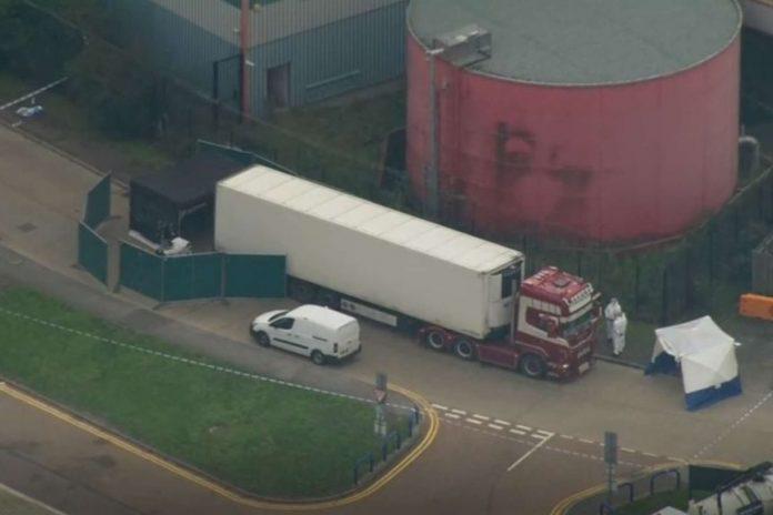 Corps découverts dans un camion au Royaume-Uni, le conducteur arrêté