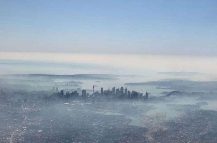 Sydney enveloppée mardi dans un épais brouillard toxique