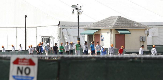 Des migrants mexicains découragés quittent le camp