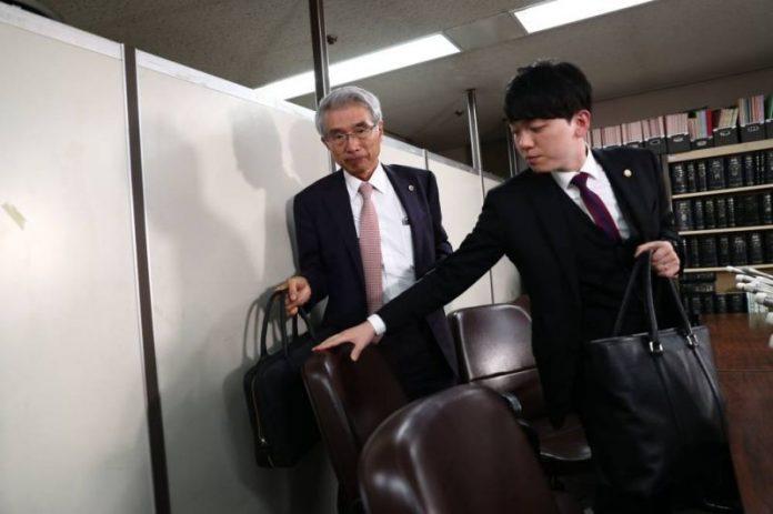 Les avocats japonais de Carlos Ghosn jettent l'éponge