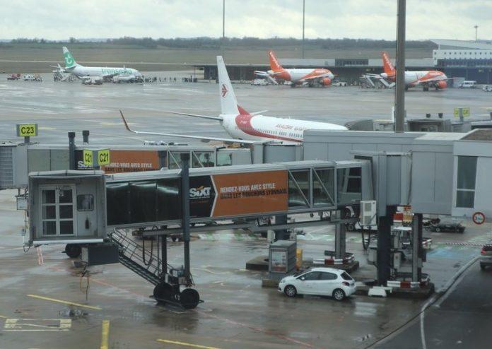 Un avion atterrit en urgence suite à un problème d'oxygène