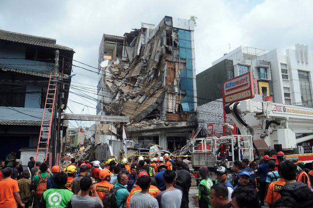 Un Immeuble s'effondre à Jakarta, faisant au moins huit blessés