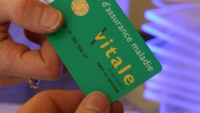 Fraude sociale : 2,6 millions de cartes Vitale en trop (détail)