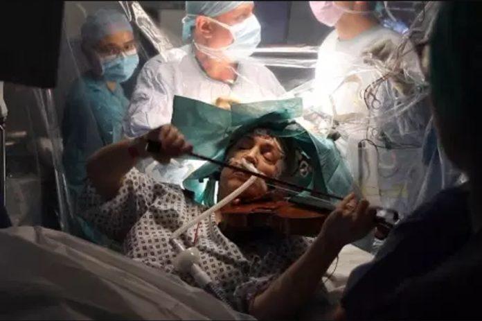 Une Violoniste joue pendant son opération du cerveau (Vidéo)