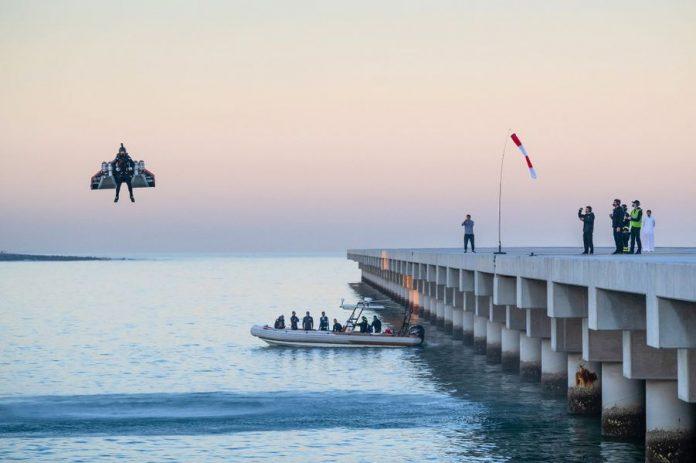 Vince Reffet survole Dubaï en jetpack (Vidéo)