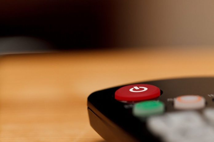 Canal+ en clair pendant le confinement fait grincer des dents TF1, pas le CSA