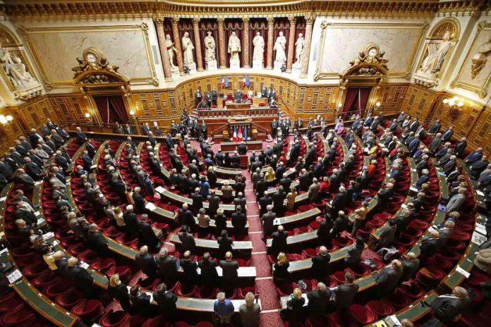 Le Sénat rejette le plan de déconfinement de l'exécutif (détail)