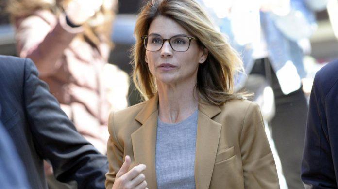 Lori Loughlin plaide finalement coupable et passe par la case prison (détail)