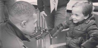 Mbappé rend hommage à un jeune fan décédé (détail)