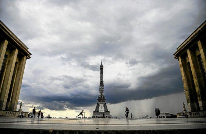 «Odeur de soufre» à Paris : un accident industriel sur le site de Total, d'après des ONG